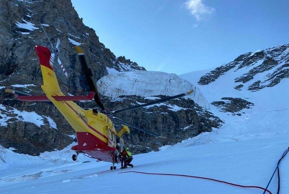 Aosta, recuperato il corpo dell'alpinista caduto in un crepaccio