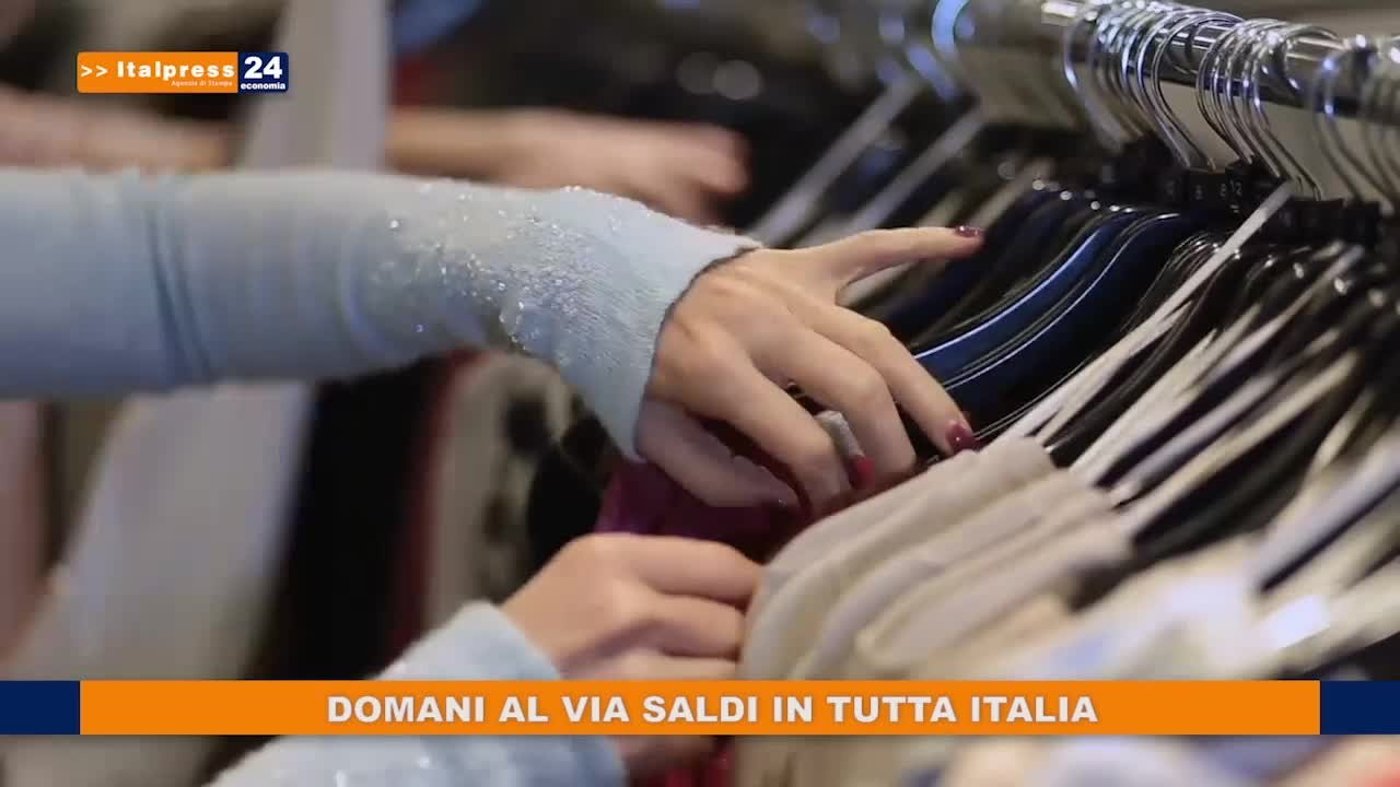 Domani al via i saldi i in tutta Italia, per Confcommercio spesa in calo