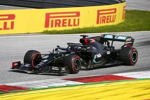 Pole di Hamilton a Silverstone su Bottas e Verstappen