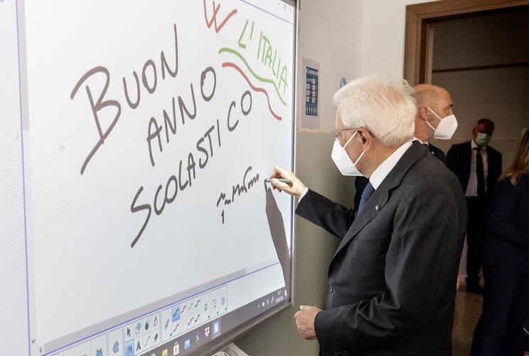 """Scuola, Mattarella """"Il Paese non si divida, è una prova per tutti"""""""