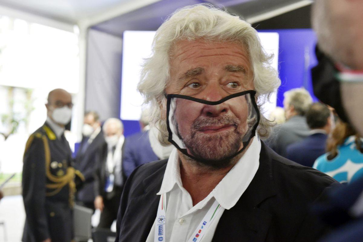"""Grillo """"Iniziare a ragionare sul reddito universale"""""""