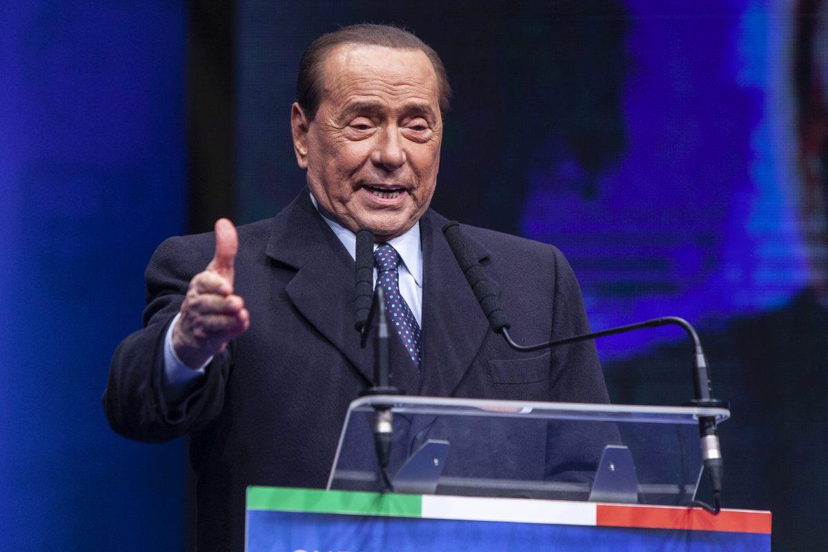 """Berlusconi """"Sono spossato ma sereno, i malati di Covid non si arrendano"""""""