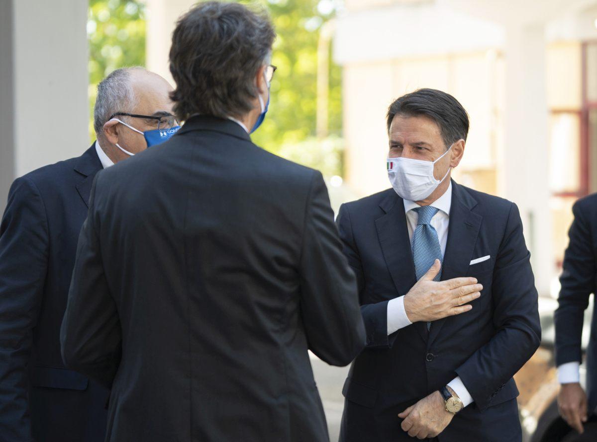 Coronavirus, nel nuovo decreto obbligo di mascherina anche all'aperto