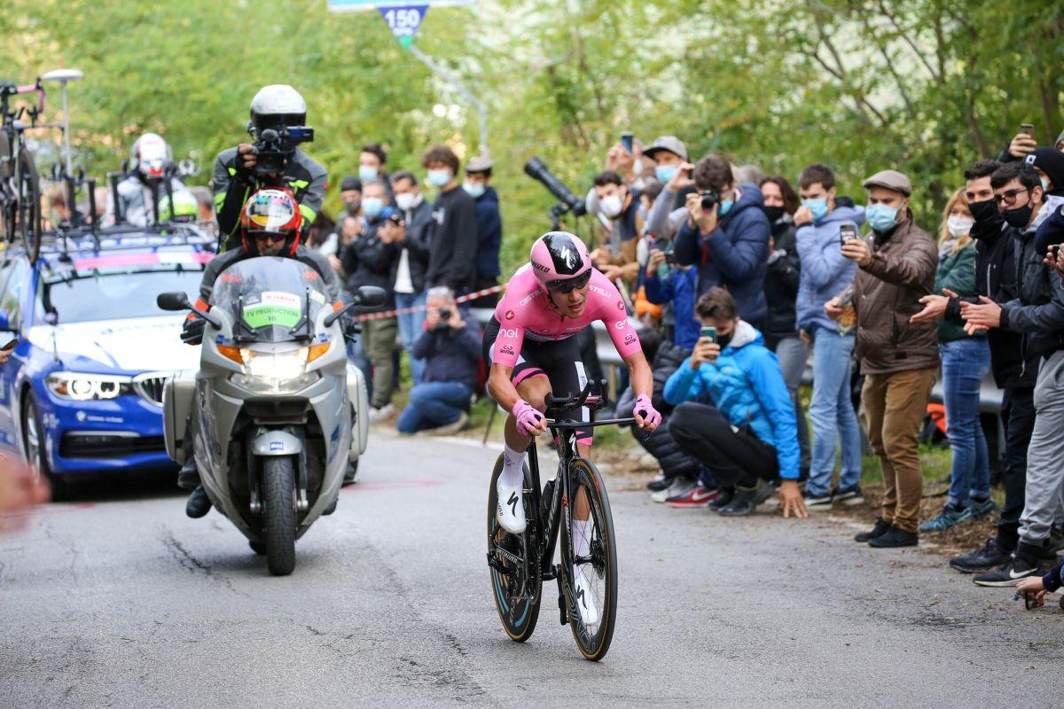 Geoghegan Hart vince 15^ tappa a Piancavallo, Almeida resta rosa